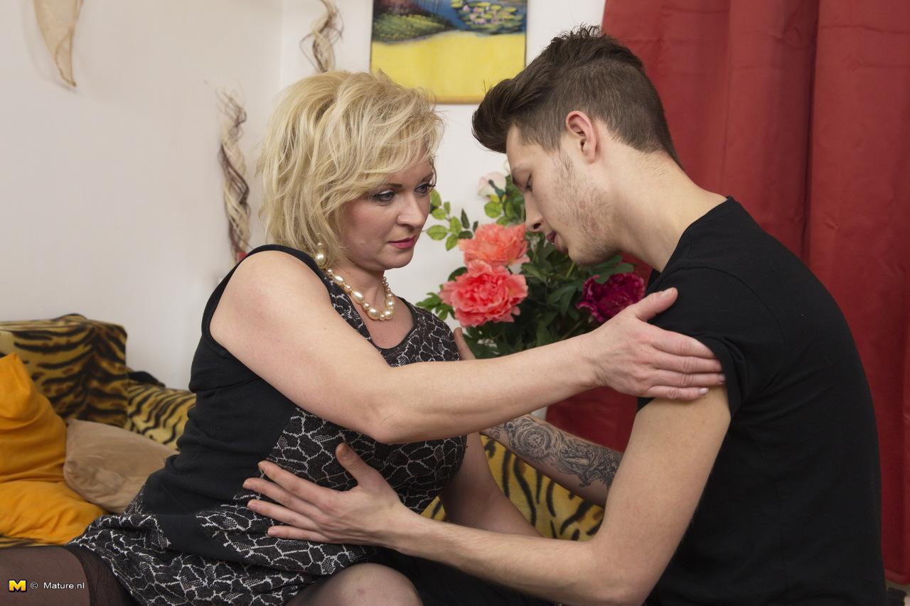 Lovallo recommend Spycam footjob missionary domination