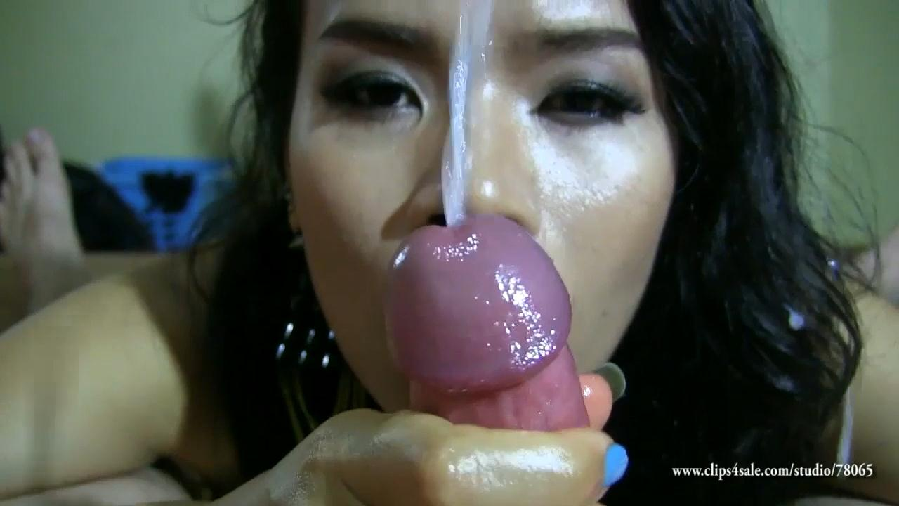 Monster cock shemale vibrator makeout