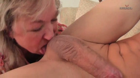 outdoor housewife Shaved ball sucking