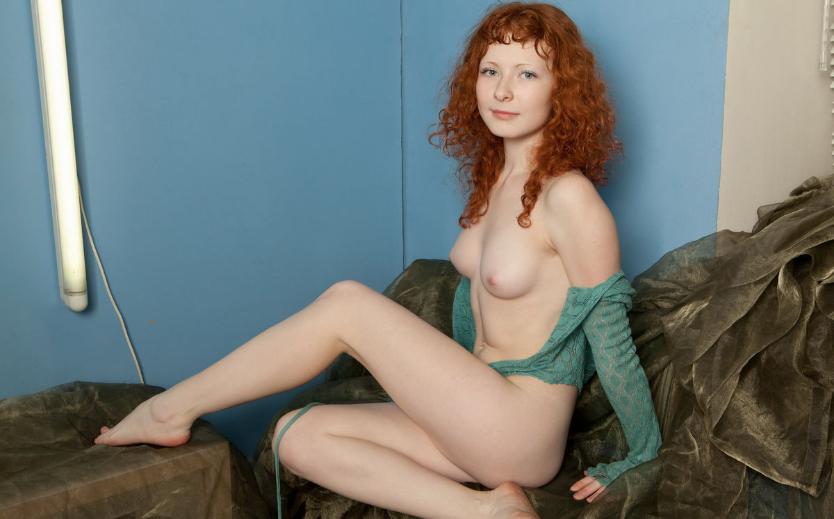redhead Curly sexy makeout