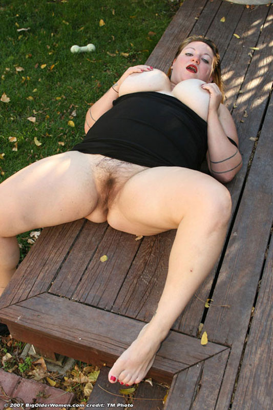 chubby Outdoor babe housewife