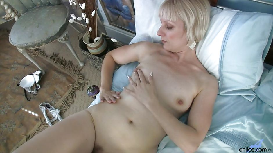 girl Solo old horny