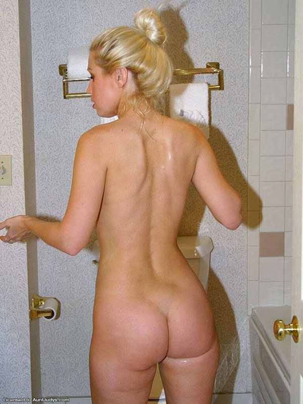 blonde bathroom Woman otngagged